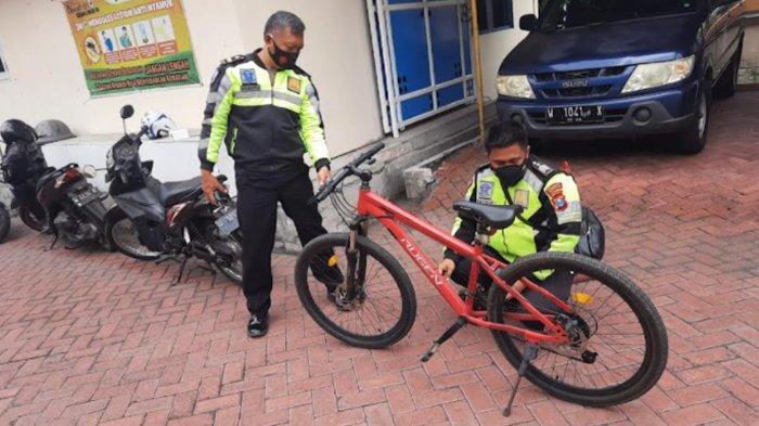 Pesepeda Mendadak Tewas Tergeletak di Jalanan saat Gowes di Sidoarjo