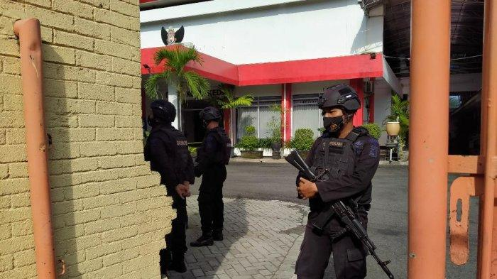 Tas Hitam Mencurigakan Diduga Bom Hebohkan DPRD Kota Kediri