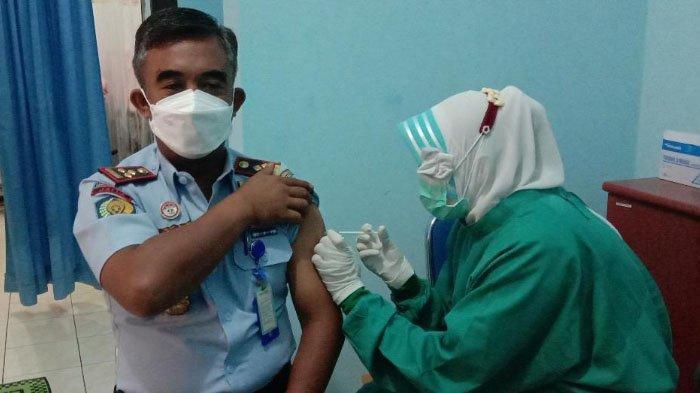 202 Petugas Lapas Lowokwaru Jalani Vaksinasi Covid-19 di RSIA Refa Husada, Kota Malang