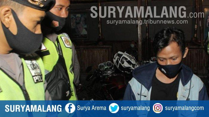 Razia Masker di Kafe Kota Blitar, Polisi Temukan Remaja Mabuk yang Bawa Senjata Roti Kalung