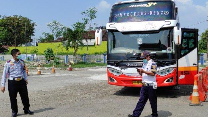 Bus AKDP di Terminal Patria Kota Blitar Dilarang Beroperasi Mulai Besok