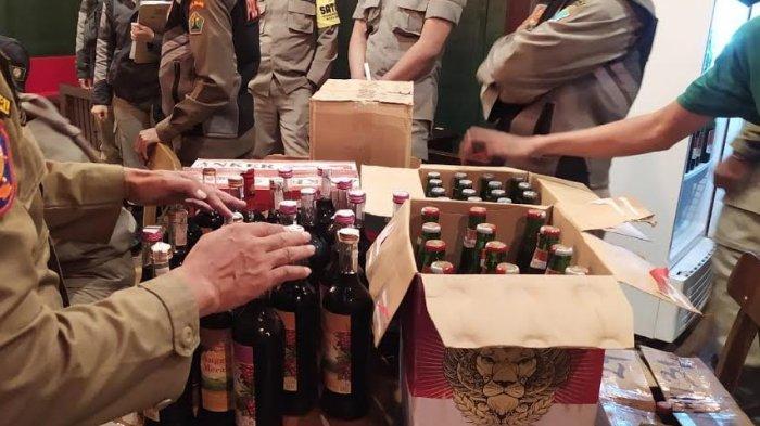 Petugas Sita 110 Botol Miras dari Kafe di Jalan Merbabu, Kota Malang