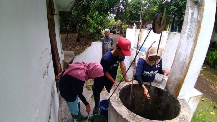 PMI Kuras Dan Bersihkan Ratusan Sumur Warga Terdampak Banjir Di Jember