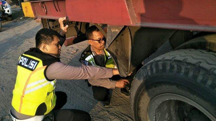 Hendak Mendahului, Pengendara Motor di Sidoarjo Jatuh dan Tewas Terlindas Truk