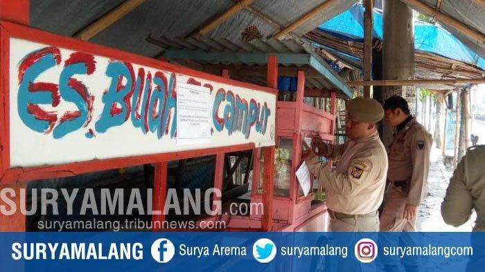 Rombong PKL Ditinggal di Pinggir Jalan, Satpol PP Kota Kediri Langsung Tempeli Stiker Peringatan