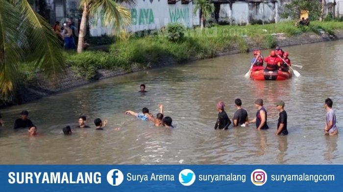 50 Orang Cari Siswa SMP yang tenggelam di Sungai Pucang, Sidoarjo