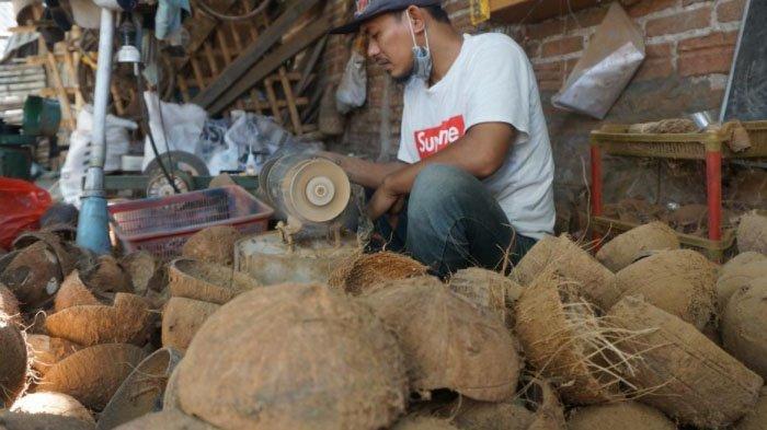 Bermula dari Cincin, Kini Pito Sulap Limbah Batok Kelapa Jadi Peralatan Rumah Tangga