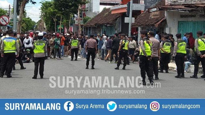 Suporter Mulai Datang di Blitar, Polisi Imbau Pemilik Toko Sekitar Stadion Menutup Usahanya
