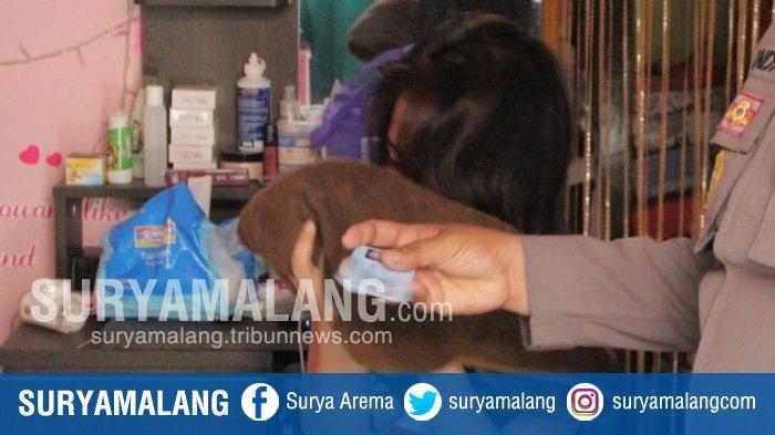 2 Laki-laki Vs 1 Perempuan Berbuat Dosa di Kamar Kos Surabaya, Singgung Soal Stamina Hubungan Badan