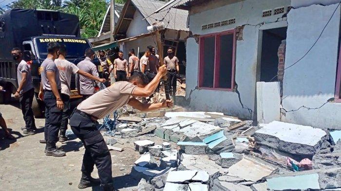 Antisipasi Bahaya Gempa Susulan di Lumajang, Rumah Warga Dirobohkan