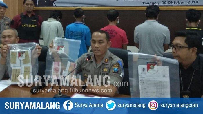 BREAKING NEWS – Polisi Tangkap Tersangka Money Politic Pilkades Serentak Kabupaten Kediri