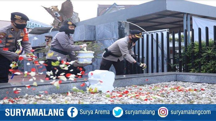 Kapolresta Malang Kota Tabur Bunga Di Taman Makam Pahlawan TRIP, Peringati Hari Bhayangkara Ke 74