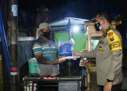 Polresta Malang Kota Bagikan Bansos ke Tempat Usaha Terdampak PPKM Darurat