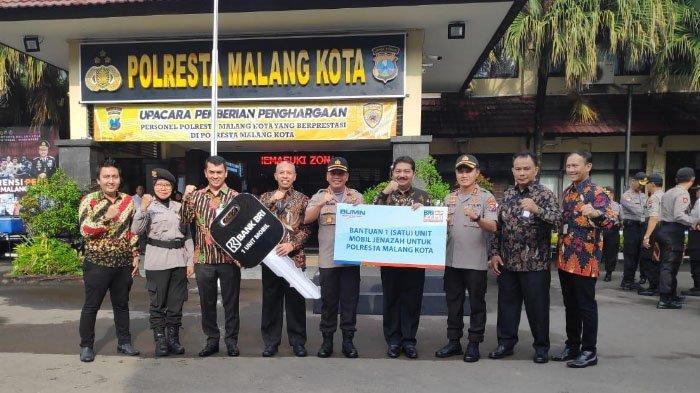 Polresta Malang Kota Dapat Bantuan Mobil Jenazah dari Bank BRI