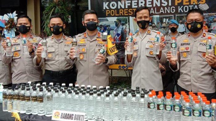 Polresta Malang Kota Gagalkan Pengiriman 2.820 Botol Arak dari Bali