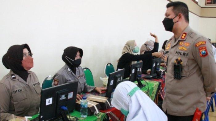 Polresta Malang Kota GelarVaksinasi Dosis Kedua di SMAS Katolik Cor Jesu, Kota Malang
