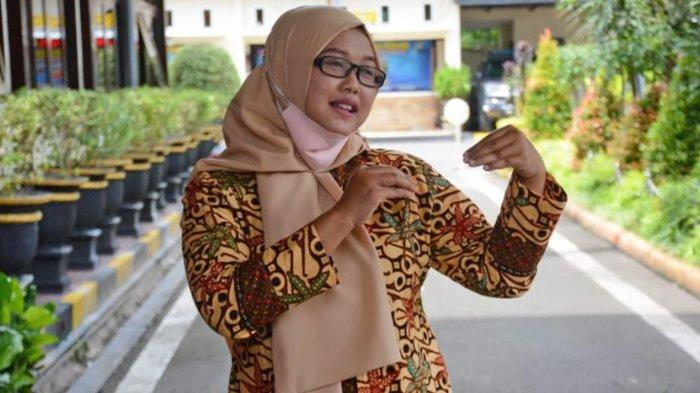 Potret Dyah Retno Dewi, Penerjemah Bahasa Isyarat saat Rilis Kasus Kriminal Polres Malang