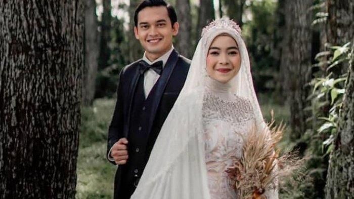 Potret Ikbal Fauzi pemeran Rendy Ikatan Cinta dan istrinya