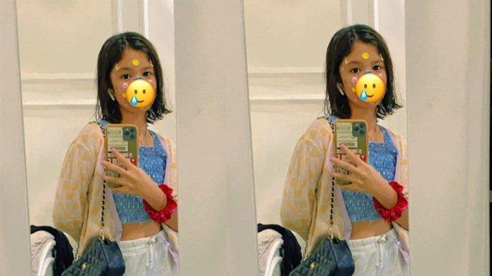 Potret modis Safeea Ahmad selfie di depan cermin