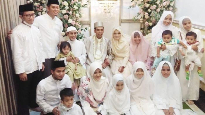 Potret Ustadz Abdul Somad dan Fatimah Az Zahra dikelilingi kerabat
