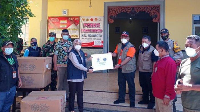 Monitoring PPKM Level 4, BNPB dan BPBD Kota Kediri Sinergi Bagikan Masker