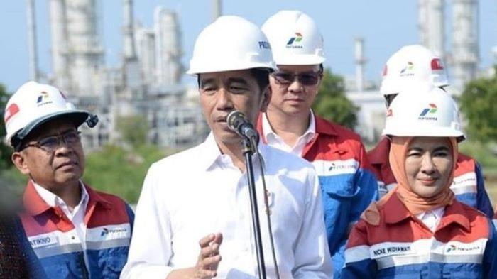 Presiden Jokowi dan Ahok saat meninjau proyek kilang minyak di Tuban, 21 Desember 2019 lalu.
