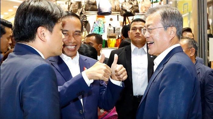 Video Presiden Jokowi Dibelikan Jas oleh Presiden Korsel Moon Jae in, Seolah Rebutan Bayar