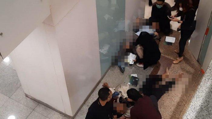 Kronologis Pria Berjaket Putih Bunuh Diri dengan Melompat dari Lantai 2 Tunjungan Plaza 1