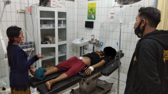 Pria potong alat kelamin sendiri, KR (29), terkulai di RSUD Abdul Aziz Marabahan