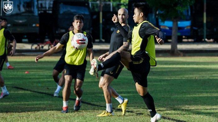 PSIS Semarang melaksanakan sesi latihan bersama Imran Nahumarury