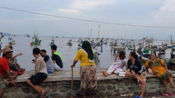 Perahu Nelayan Tenggelam di Perairan Situbondo, 12 ABK Selamat