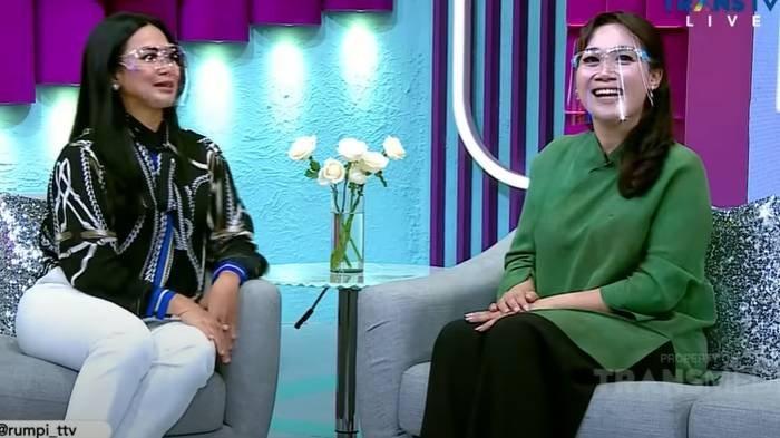 Puput Nastiti Devi di program Rumpi Trans TV ngobrol dengan Feni Rose