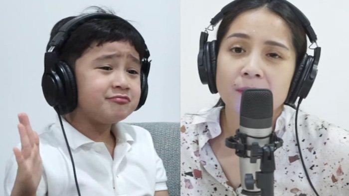 Rafathar (kiri) bertanya pada Nagita Slavina (kanan) kapan adiknya lahir