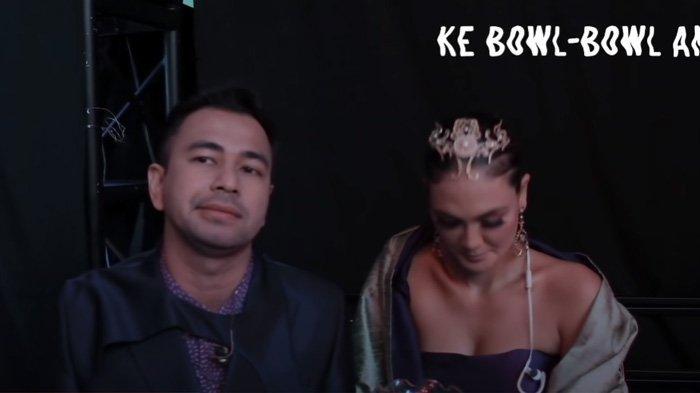 Raffi Ahmad (kiri) bersama Luna Maya (kanan) menjawab pertanyaan