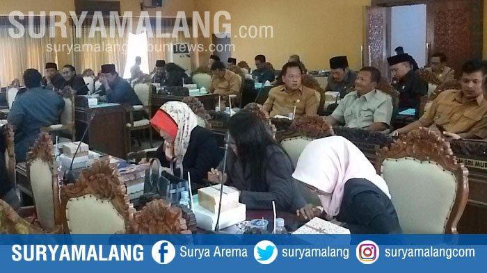 Rapat Paripurna DPRD Nganjuk Gaduh Karena Bupati Tak Hadir dan Sekda Terlambat 1 Jam