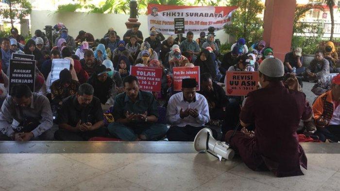 Ratusan Guru Honorer K2 Surabaya Protes Tak Bisa Ikut Tes CPNS