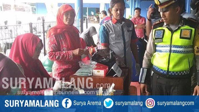 Gelar Razia Angkutan, Para Sopir Di Terminal Patria Kota Blitar Jalani Tes Urine