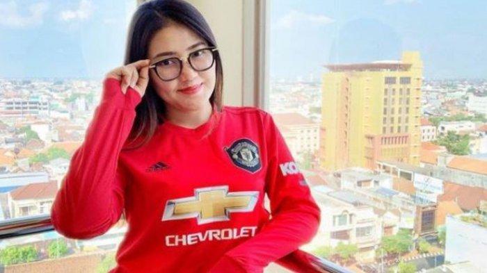 Reaksi Via Vallen Usai Nongol di Instagram Manchester United, Sang Biduan Beri Balasan Menohok