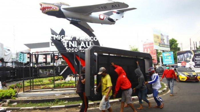 Reklame di Monumen Pesawat Suhat Dibongkar, Pjs Sekda Kota Malang Ucapkan Terima Kasih