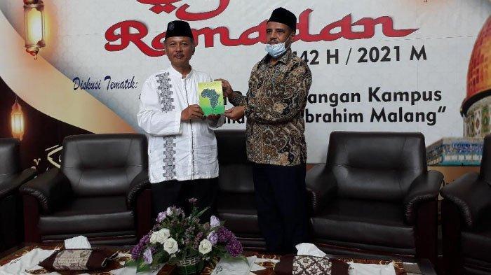 Dosen Libya Di UIN Malang Puji Kemajuan Masyarakat Indonesia Lewat Buku