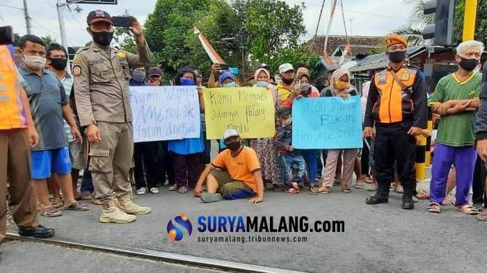 Warga Blitar Tolak Penutupan Perlintasan Kereta di Jalan Kolonel Sugiono, 'Kami Siap Ikut Jaga'