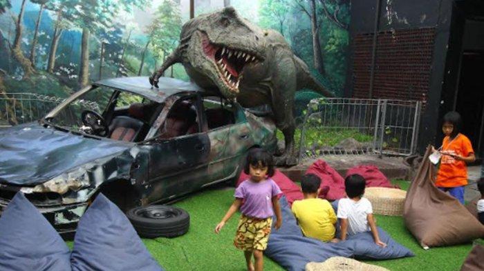 Mie T-Rex Malang, Hadirkan Sensasi Makan di Jurassic Park