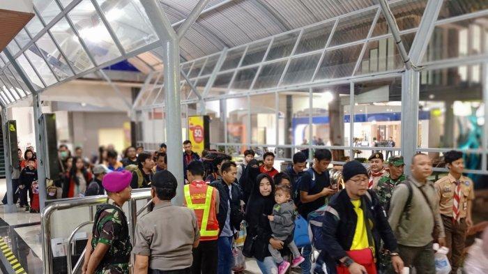H-5 Lebaran, Ribuan Pemudik Mulai Padati Berbagai Stasiun Kereta Api Di Surabaya
