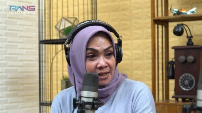 Rieta Amilia, Ibu Nagita Slavina menodong pertanyaan untuk Raffi Ahmad