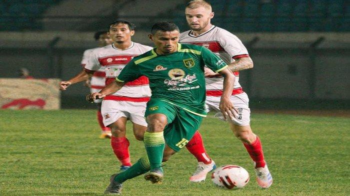 Mantan Arema FC Rivaldi Bawuo Tiba-Tiba Tinggalkan Persebaya, Aji Santoso: Tanpa Alasan Yang Jelas