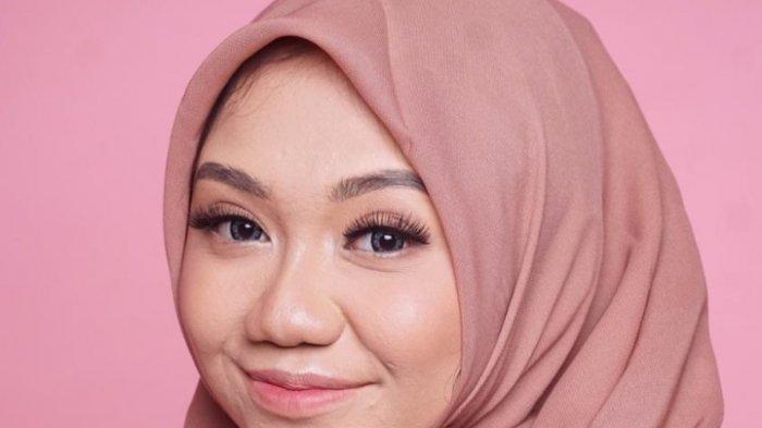 Sambil Nunggu Wisuda Universitas Brawijaya, Rizkynia Nabila Kembangkan Hobi Makeup