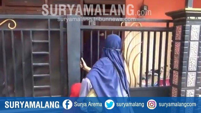 Polisi Bebaskan Istri Terduga Teroris Pasuruan, Rumah ADM Didatangi Banyak Tamu