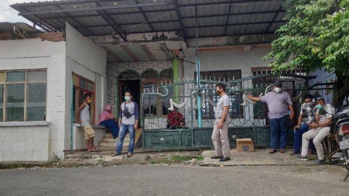 Penampakan rumah terduga teroris yang digeledah Densus 88 di Desa/Kecamatan Rengel Tuban.