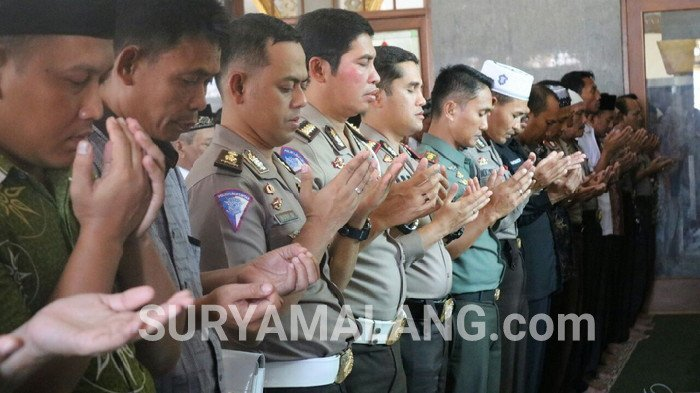 Polisi dan Tentara Bojonegoro Salat Gaib untuk 5 Polisi yang Gugur di Mako Brimob