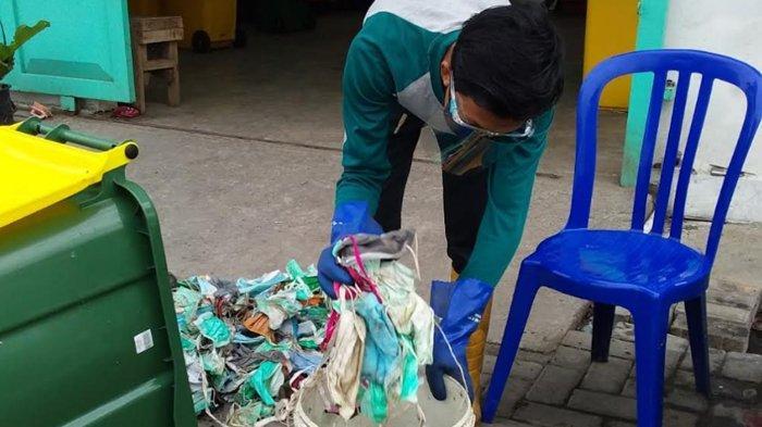 Dalam Sebulan Sampah Masker di Surabaya Bisa Capai Delapan Kuintal
